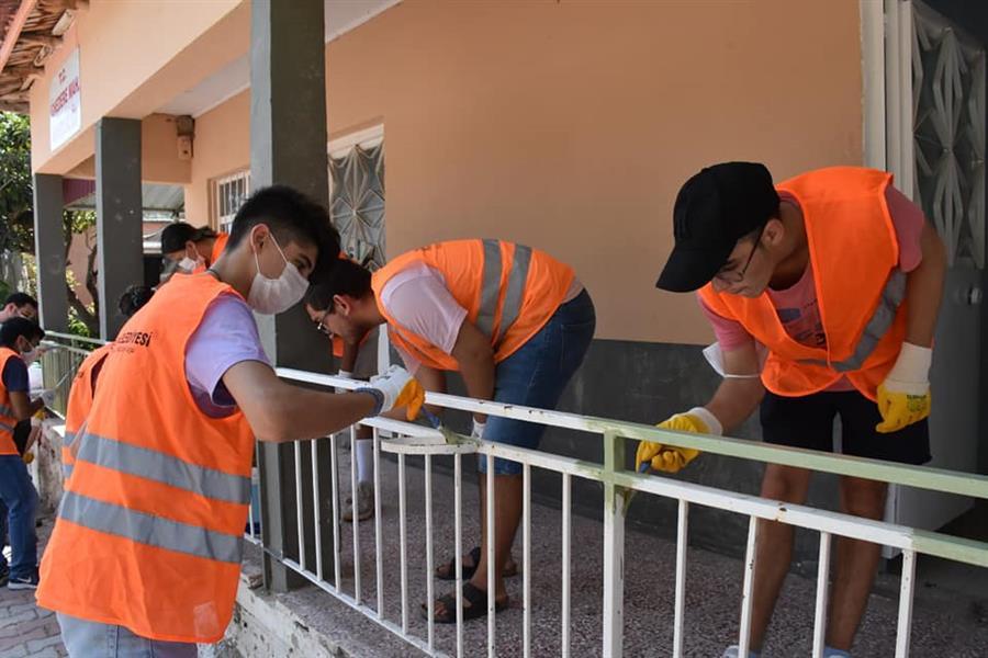 İğnedere mahallemizde Gençlerimiz ile beraber alan temizliği ve muhtarlık binamızın bakım onarım işlerini gerçekleştirdik.