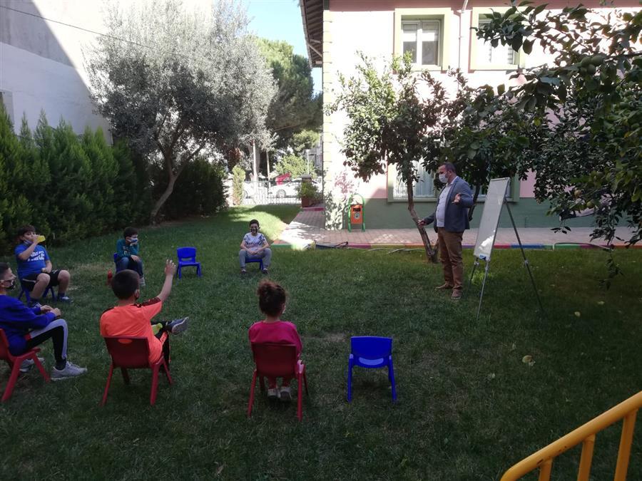 Merkez Çocuk Oyun evi bahçesinde çocuklarımız ile birlikteydik.